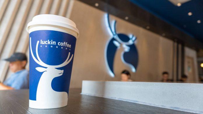 Estoque da chinesa Luckin Coffee cai para 30%