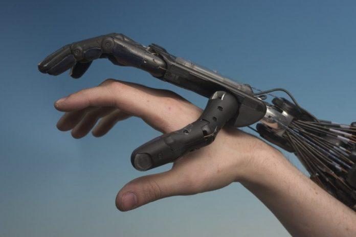 Conexão humana e tecnológica no atendimento ao cliente